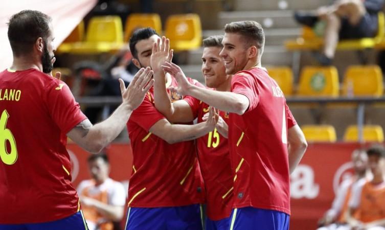 España culmina su pleno en el Preeuropeo con una goleada