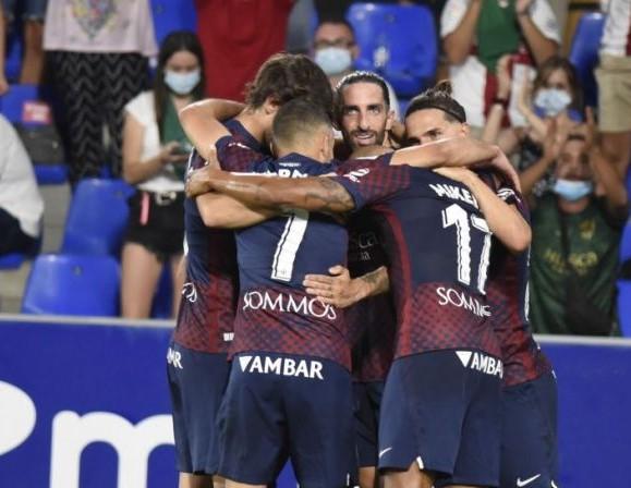 Los fichajes del Huesca aprueban su primer examen