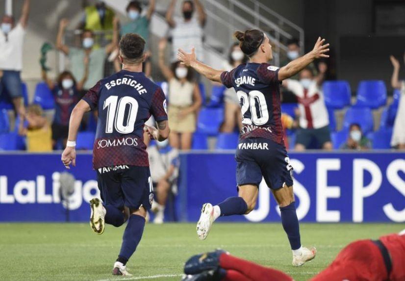 La SD Huesca se estrena con tres puntos (2-0)