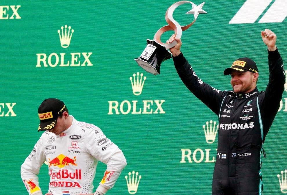 Bottas gana el GP Turquía y Verstappen recupera el liderato